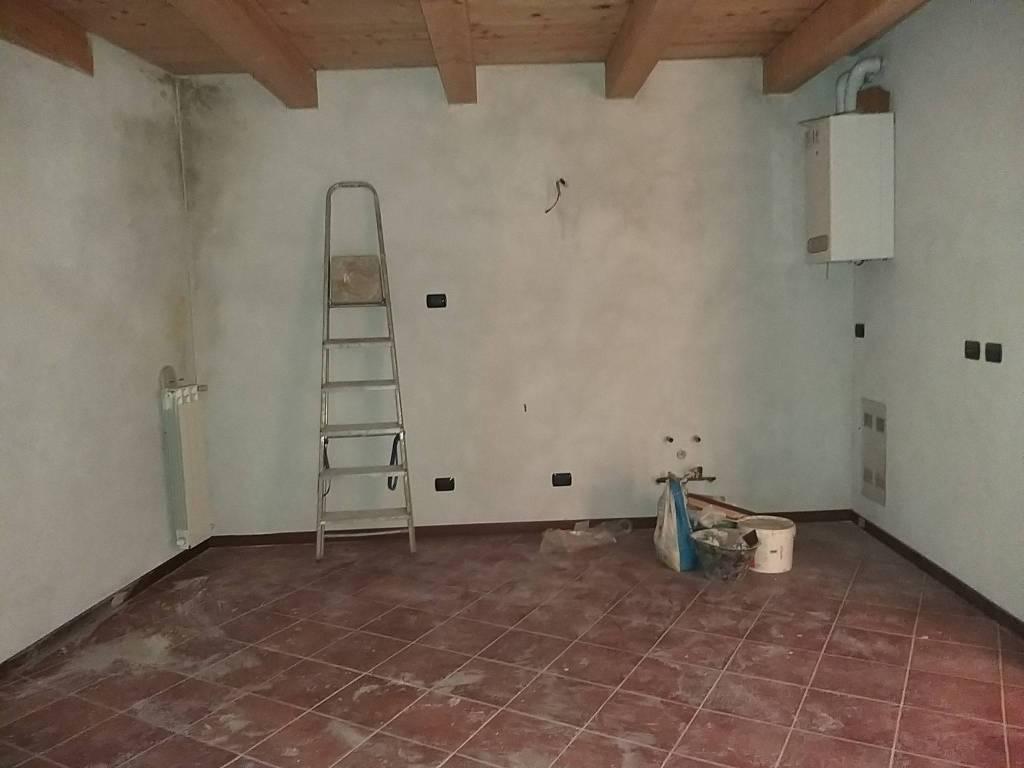 Appartamento in vendita a Fino Mornasco, 3 locali, prezzo € 99.000 | CambioCasa.it