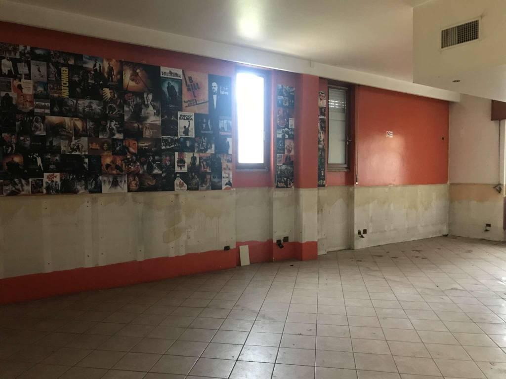Negozio / Locale in affitto a Cormano, 2 locali, prezzo € 1.350 | CambioCasa.it
