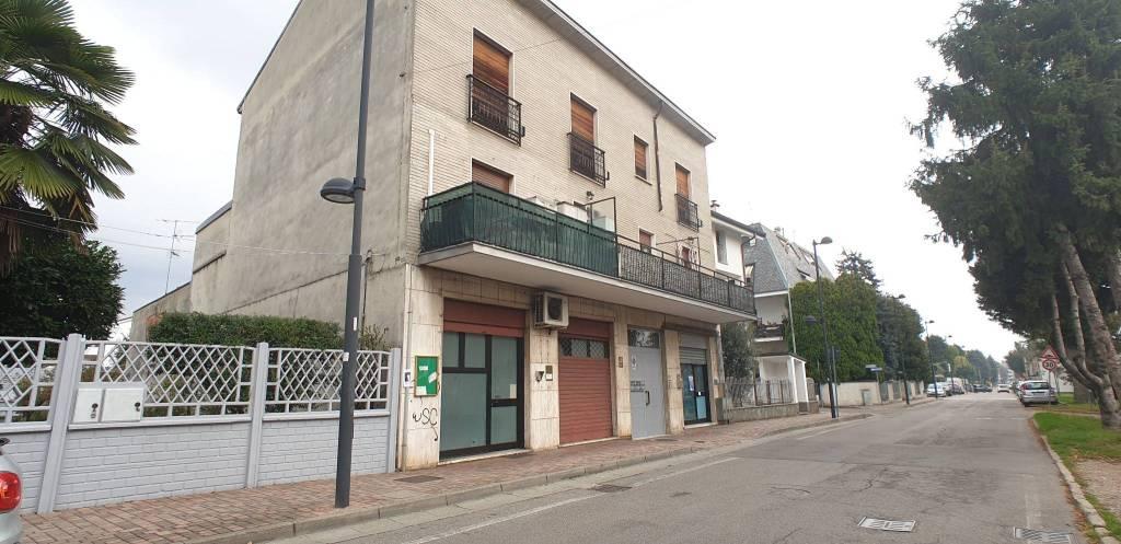 Negozio / Locale in affitto a Cesate, 2 locali, prezzo € 700   PortaleAgenzieImmobiliari.it