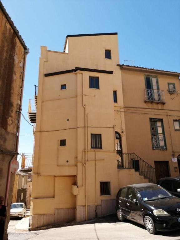 Appartamento in vendita a Canicattì, 6 locali, prezzo € 140.000 | CambioCasa.it