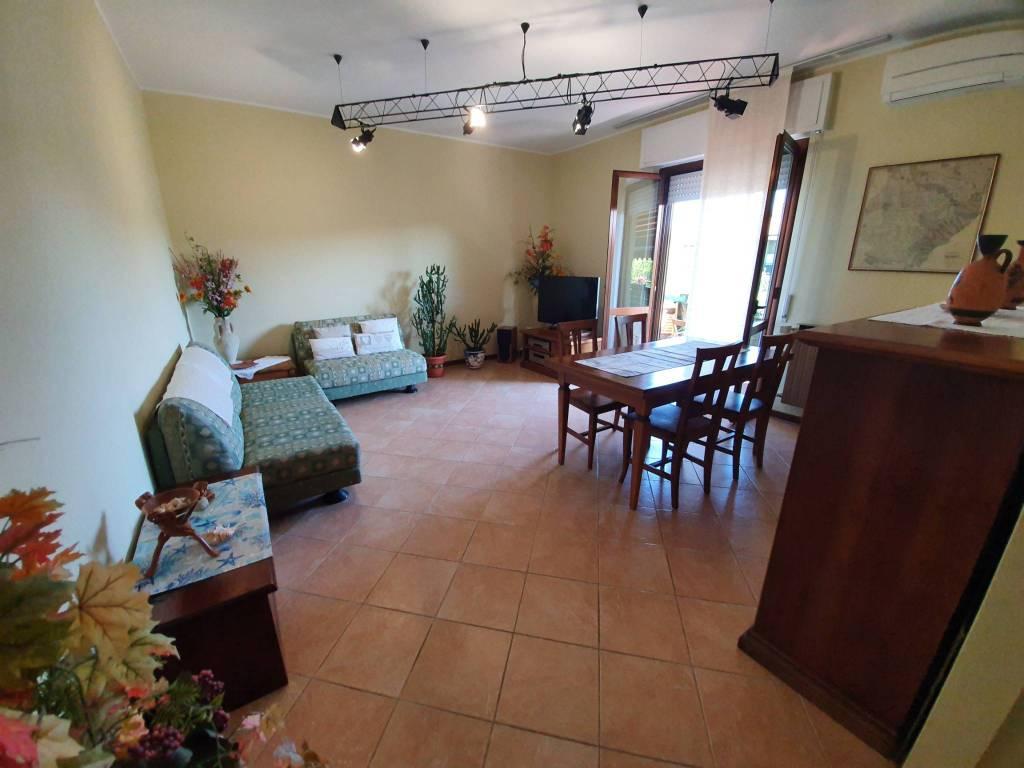 Appartamento in vendita a Grassobbio, 3 locali, prezzo € 139.000 | CambioCasa.it