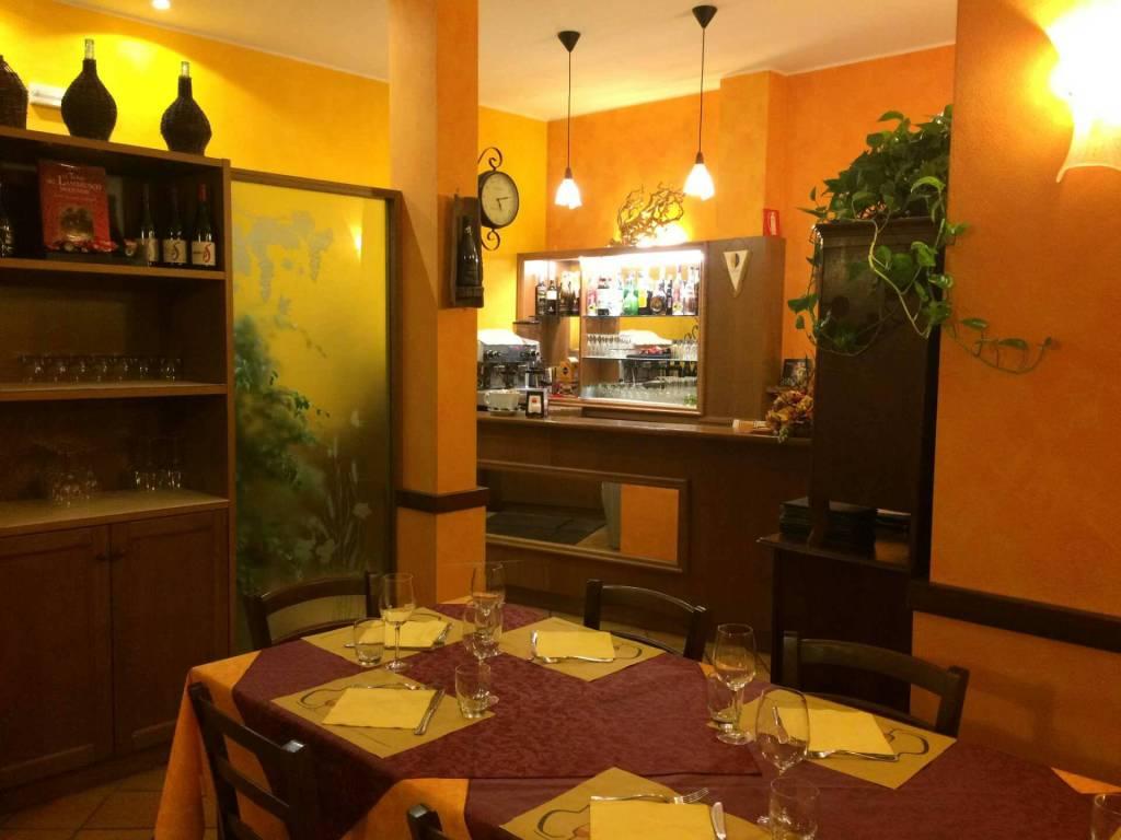 Ristorante / Pizzeria / Trattoria in vendita a Gaggiano, 2 locali, prezzo € 137.000 | CambioCasa.it