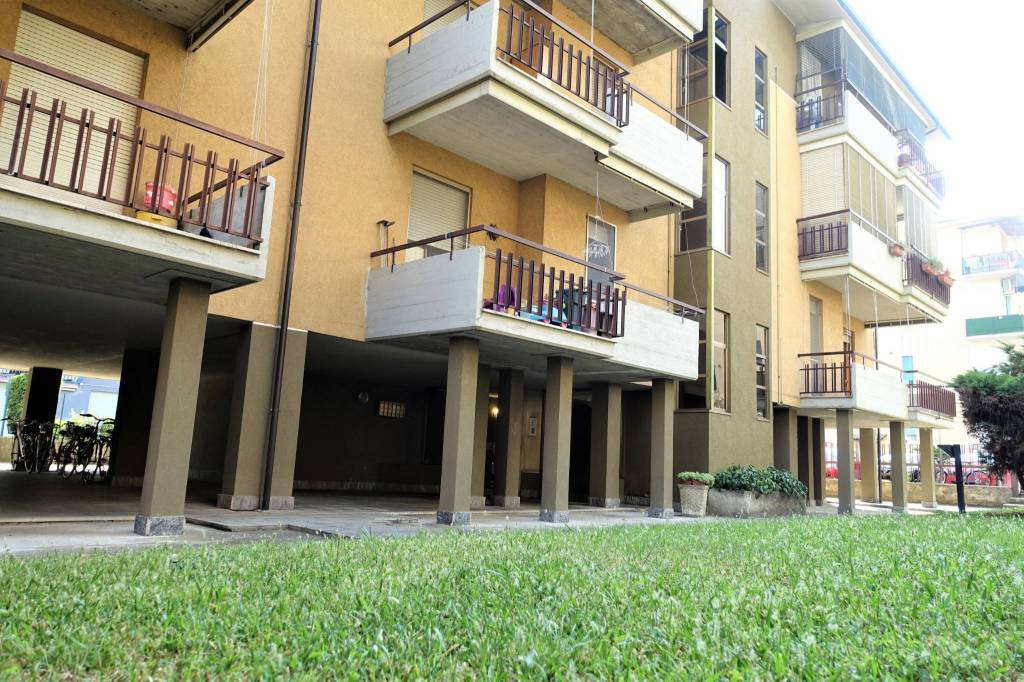 Appartamento in vendita a Landriano, 4 locali, prezzo € 155.000   CambioCasa.it