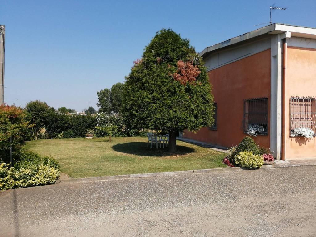 Villa in vendita a Sabbioneta, 4 locali, prezzo € 220.000 | CambioCasa.it