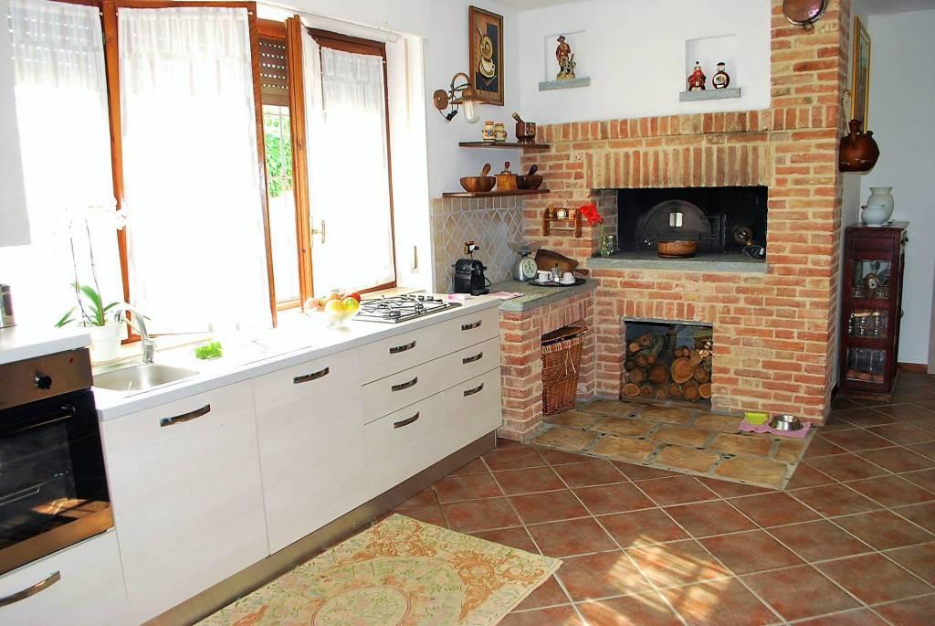 Appartamento in affitto a Alba, 4 locali, prezzo € 700 | CambioCasa.it
