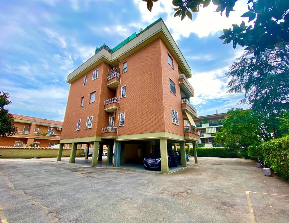 Appartamento in vendita a Roma, 3 locali, zona Zona: 36 . Finocchio, Torre Gaia, Tor Vergata, Borghesiana, prezzo € 185.000 | CambioCasa.it