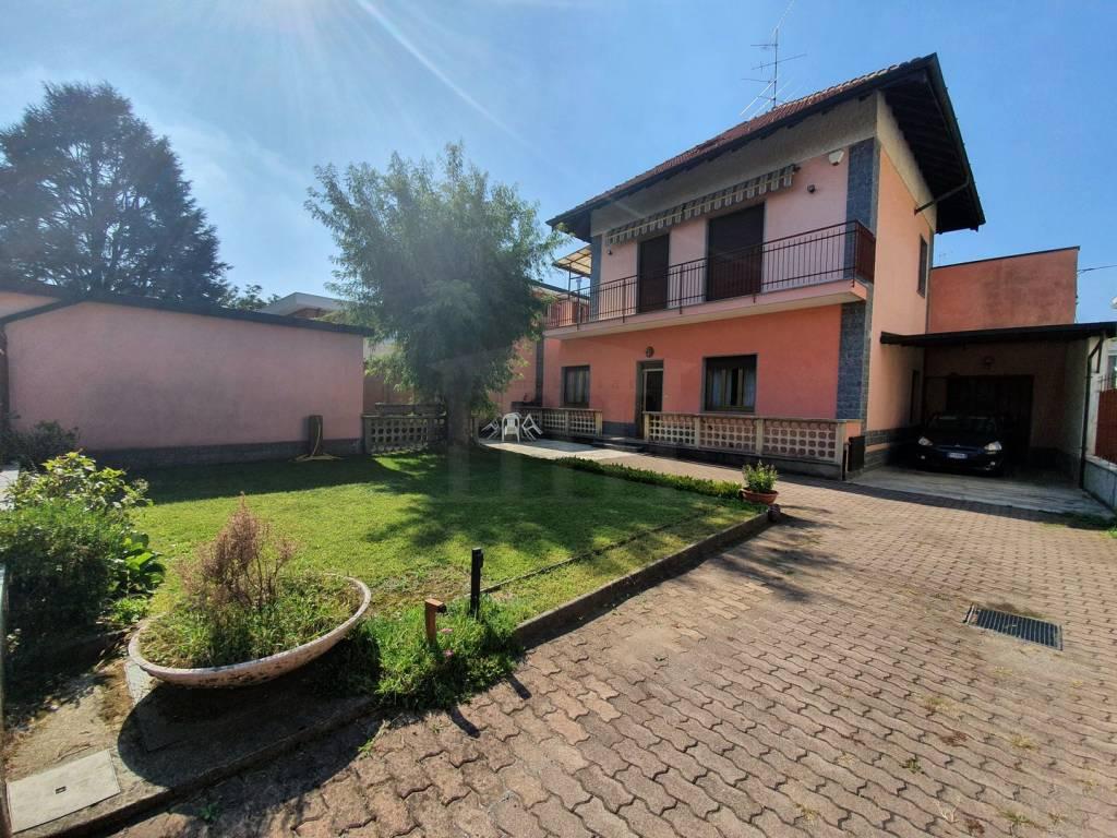 Villa in vendita a Busto Arsizio, 5 locali, prezzo € 279.000   CambioCasa.it