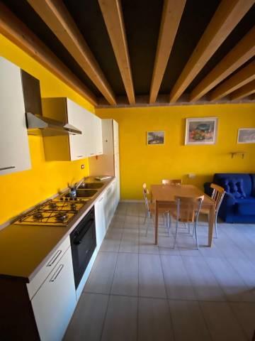 Appartamento in buone condizioni arredato in affitto Rif. 4316897