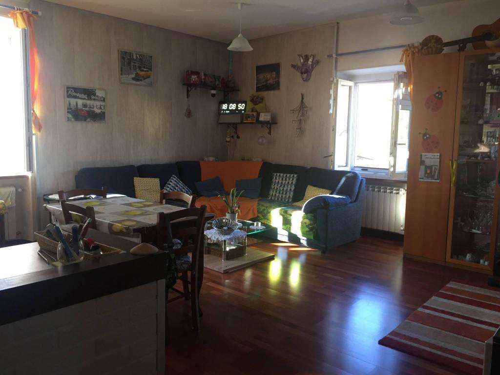 Appartamento in vendita a Venegono Superiore, 3 locali, prezzo € 130.000 | CambioCasa.it
