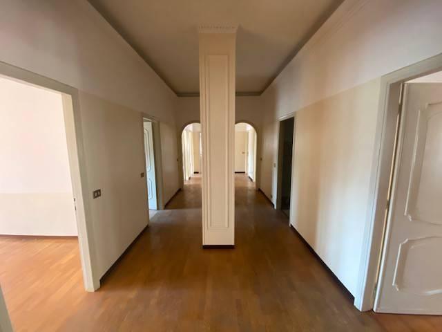 Appartamento in vendita a Rezzato, 6 locali, prezzo € 160.000 | PortaleAgenzieImmobiliari.it