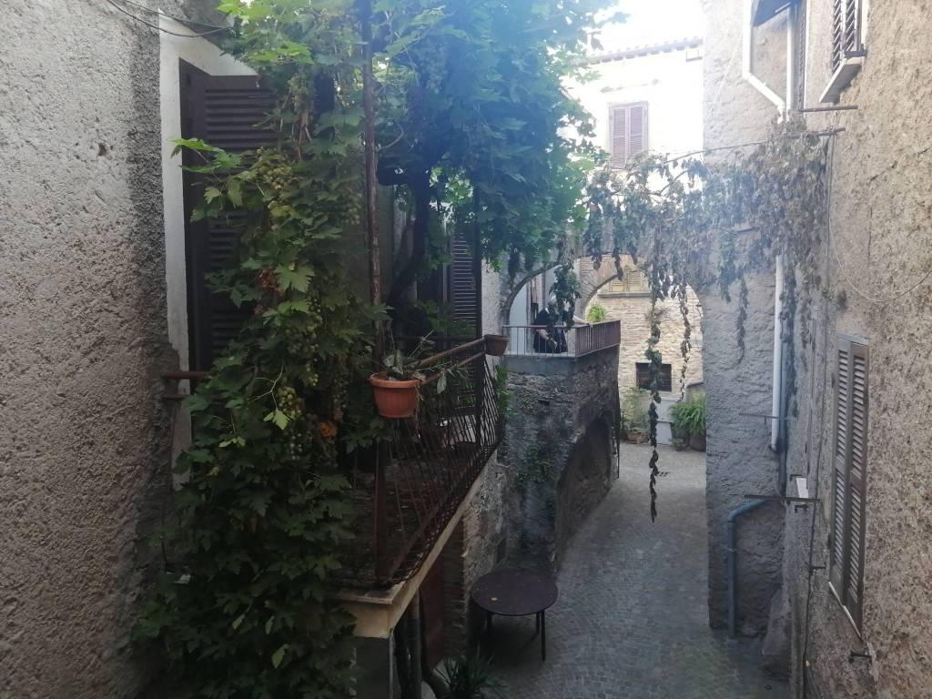 Appartamento in buone condizioni in vendita Rif. 9304764