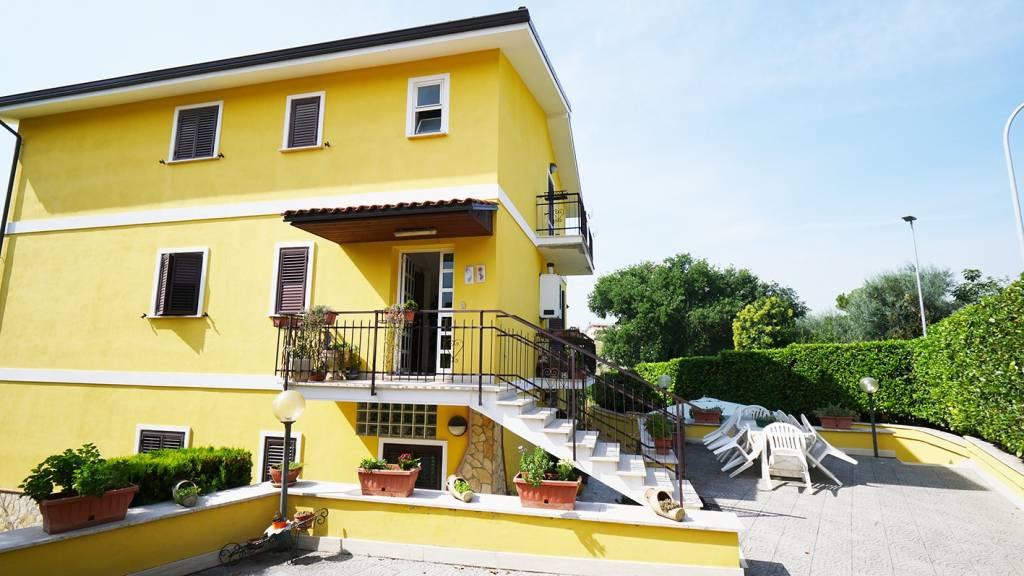 Appartamento in vendita a Guidonia Montecelio, 3 locali, prezzo € 120.000 | CambioCasa.it