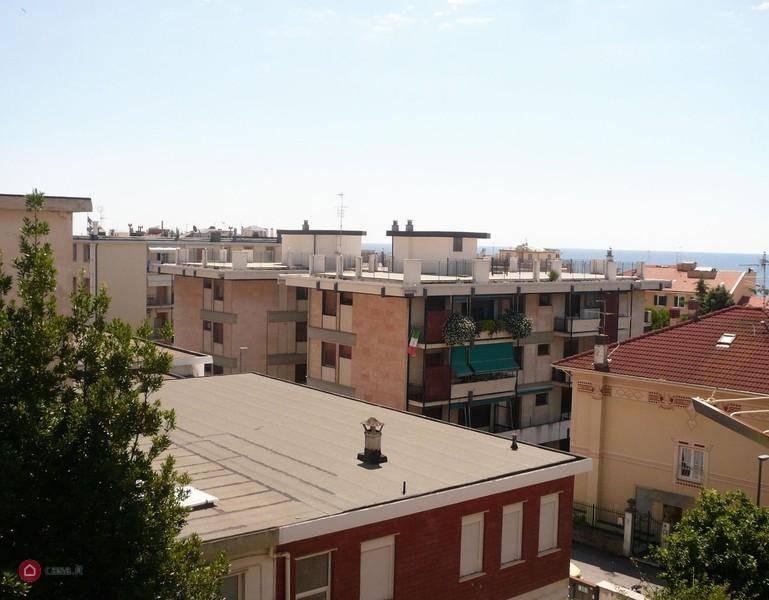 Appartamento in vendita a Varazze, 3 locali, prezzo € 285.000 | CambioCasa.it