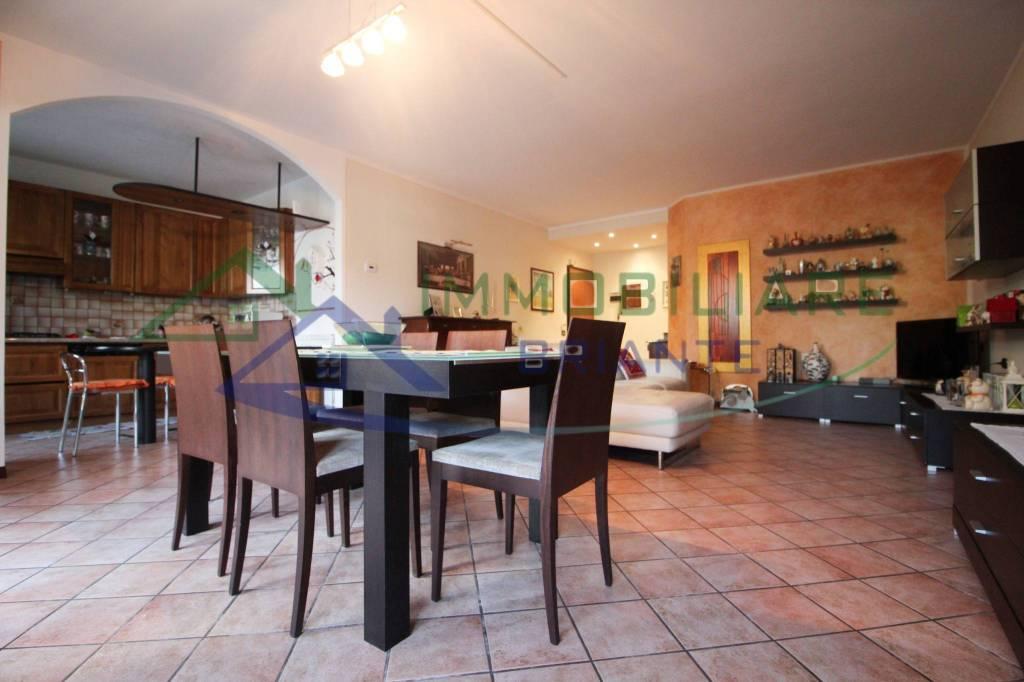 Appartamento in vendita a Vergiate, 3 locali, prezzo € 194.000 | CambioCasa.it