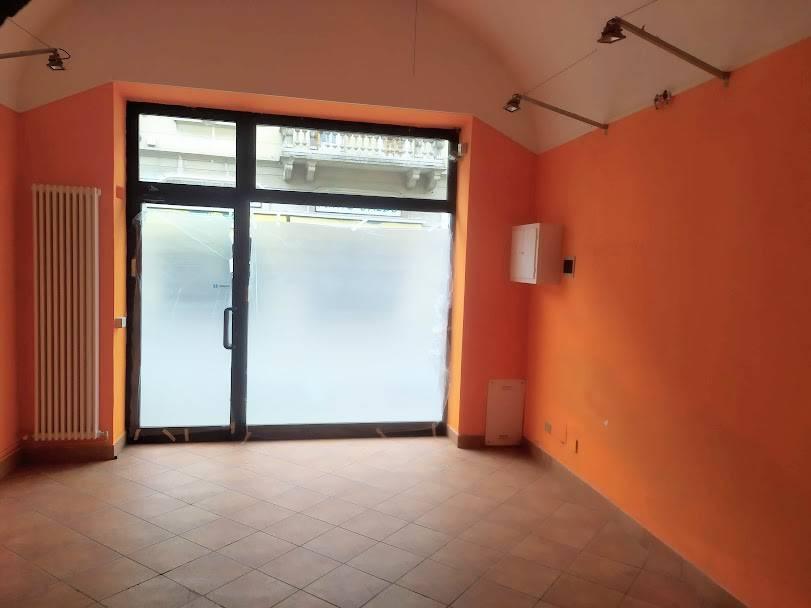 Negozio / Locale in affitto a Casteggio, 3 locali, prezzo € 600 | CambioCasa.it