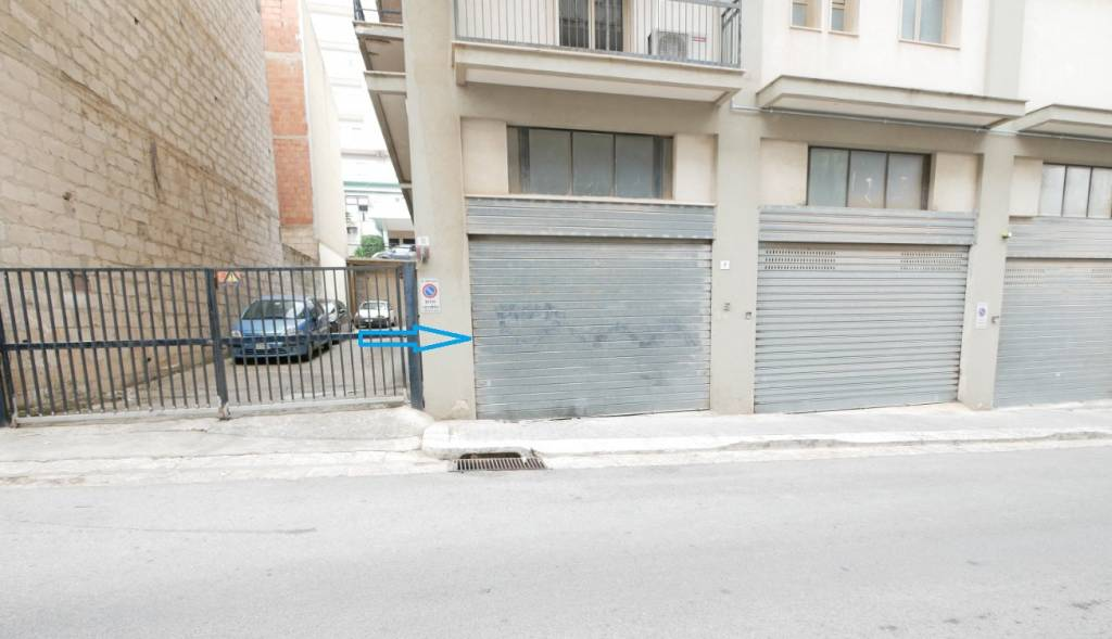 Posto-box auto in Vendita a Ragusa: 24 mq