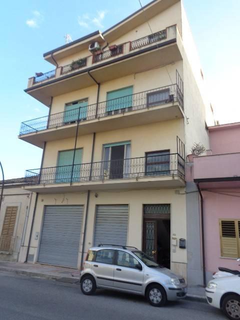 Appartamento in vendita a Siderno, 5 locali, prezzo € 130.000 | CambioCasa.it