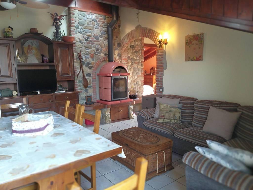 Appartamento in vendita a Appiano Gentile, 3 locali, prezzo € 148.000 | CambioCasa.it