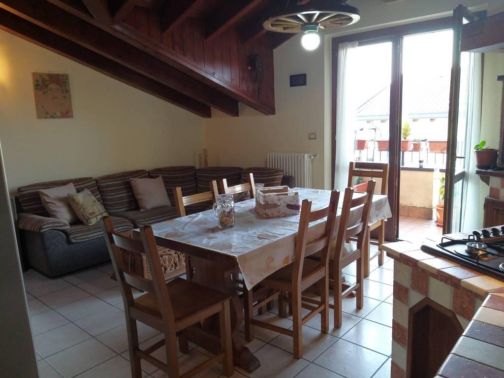 Appartamento in vendita a Bulgarograsso, 3 locali, prezzo € 150.000 | CambioCasa.it