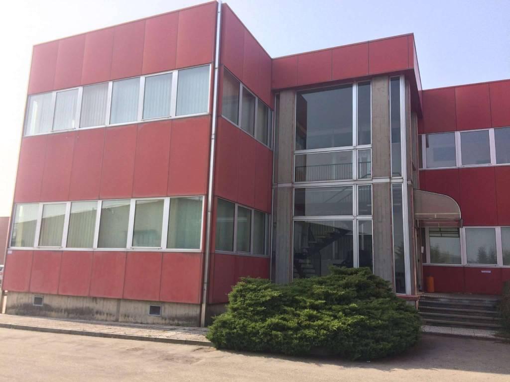 Ufficio / Studio in affitto a Andezeno, 6 locali, prezzo € 3.000 | PortaleAgenzieImmobiliari.it