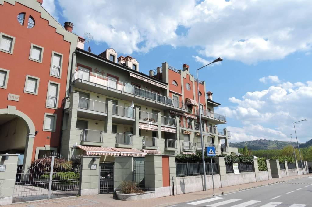 Appartamento in buone condizioni in affitto Rif. 8760491