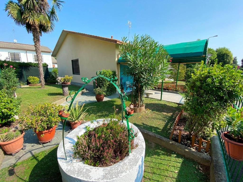 Villa in vendita a Dresano, 5 locali, prezzo € 249.000 | CambioCasa.it