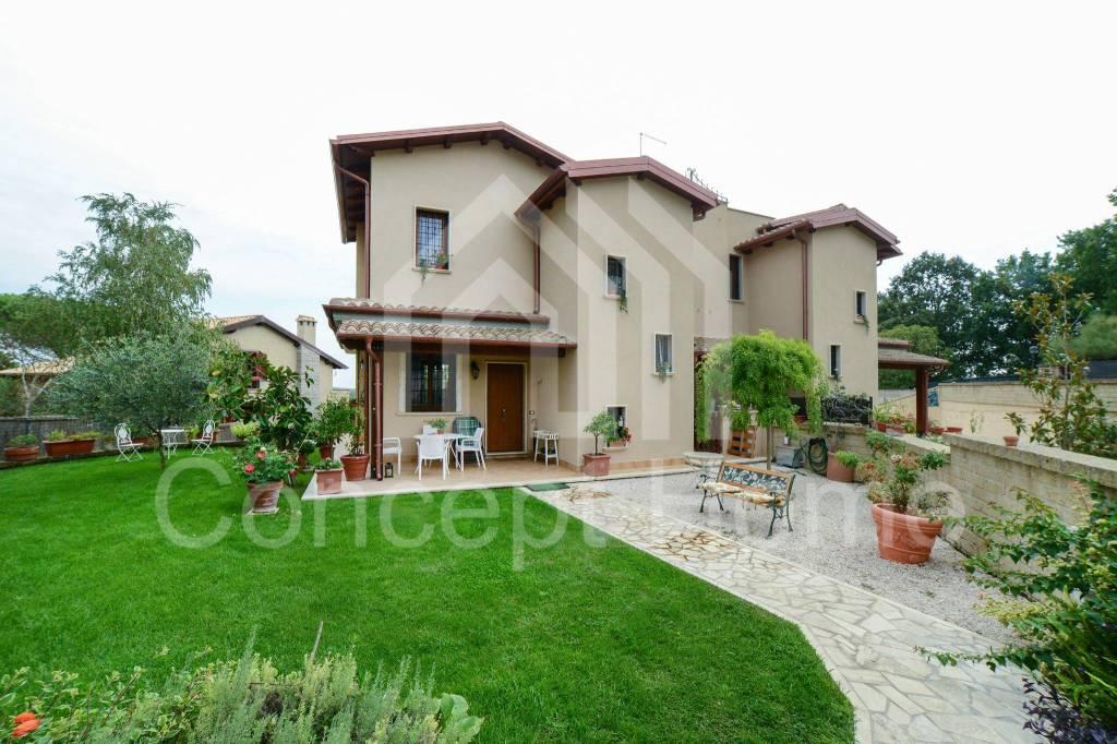 Villa in vendita a Sutri, 4 locali, prezzo € 359.000   CambioCasa.it