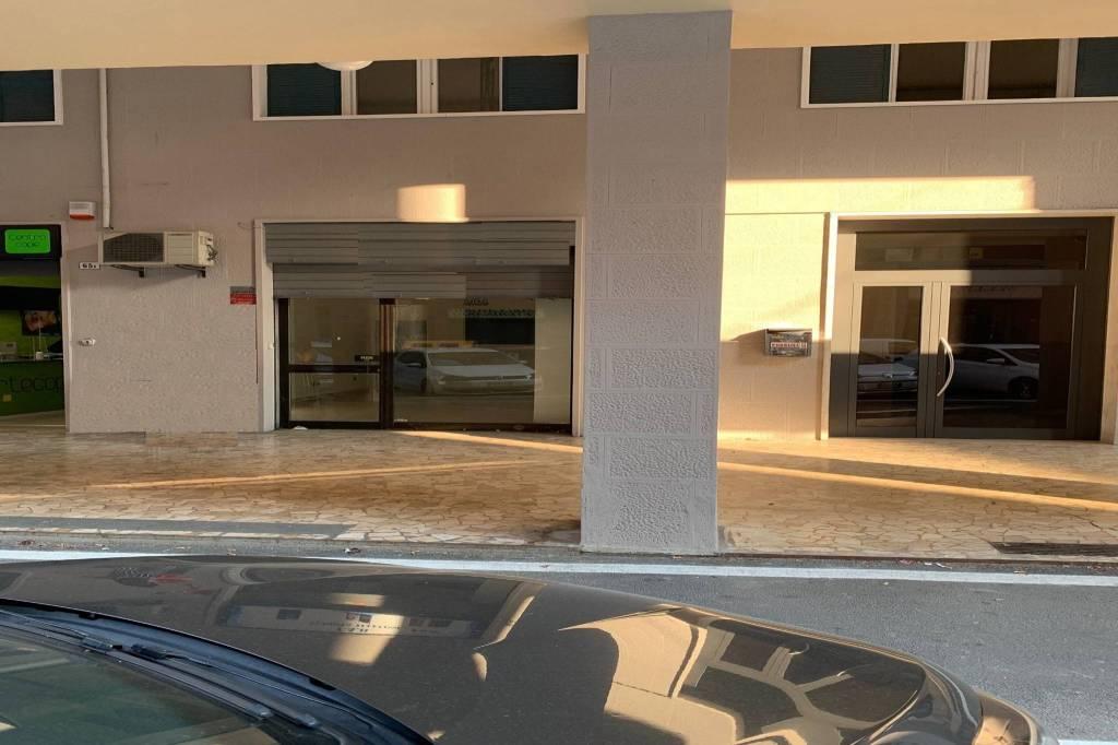 Negozio-locale in Affitto a Bologna Semicentro: 2 locali, 35 mq