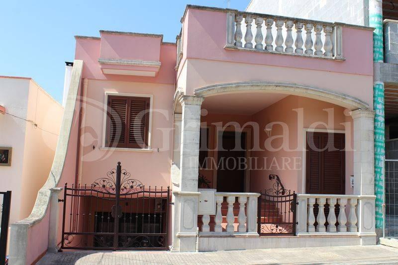 Villa in Vendita a Sannicola Centro: 5 locali, 421 mq