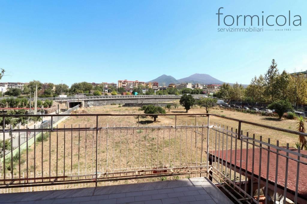 Appartamento in vendita a San Giorgio a Cremano, 4 locali, prezzo € 195.000   CambioCasa.it