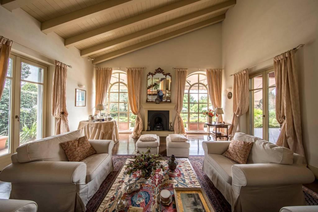 Villa in Vendita a Besozzo: 5 locali, 410 mq