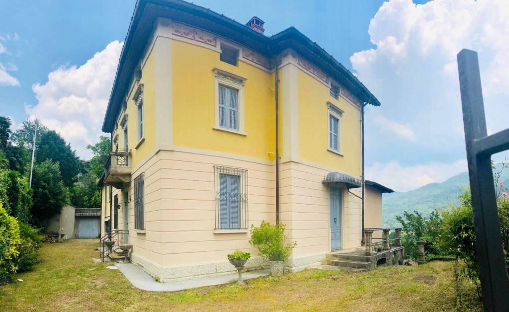 Villa in vendita a Cuasso al Monte, 10 locali, prezzo € 395.000 | CambioCasa.it