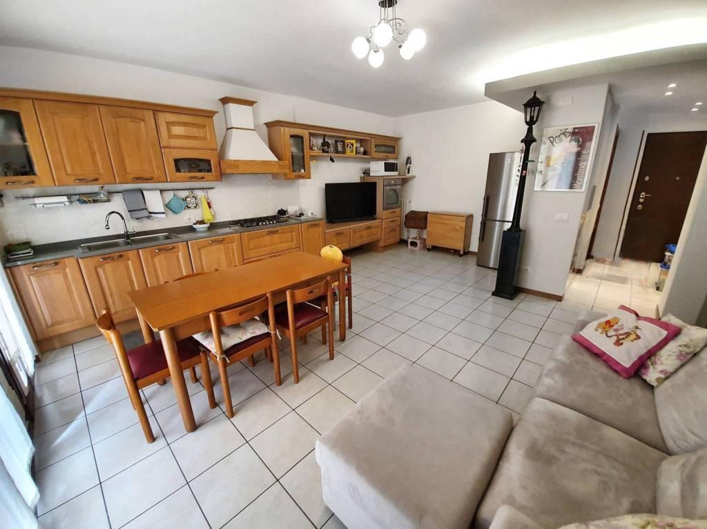 Appartamento in vendita a Cislago, 3 locali, prezzo € 165.000 | PortaleAgenzieImmobiliari.it
