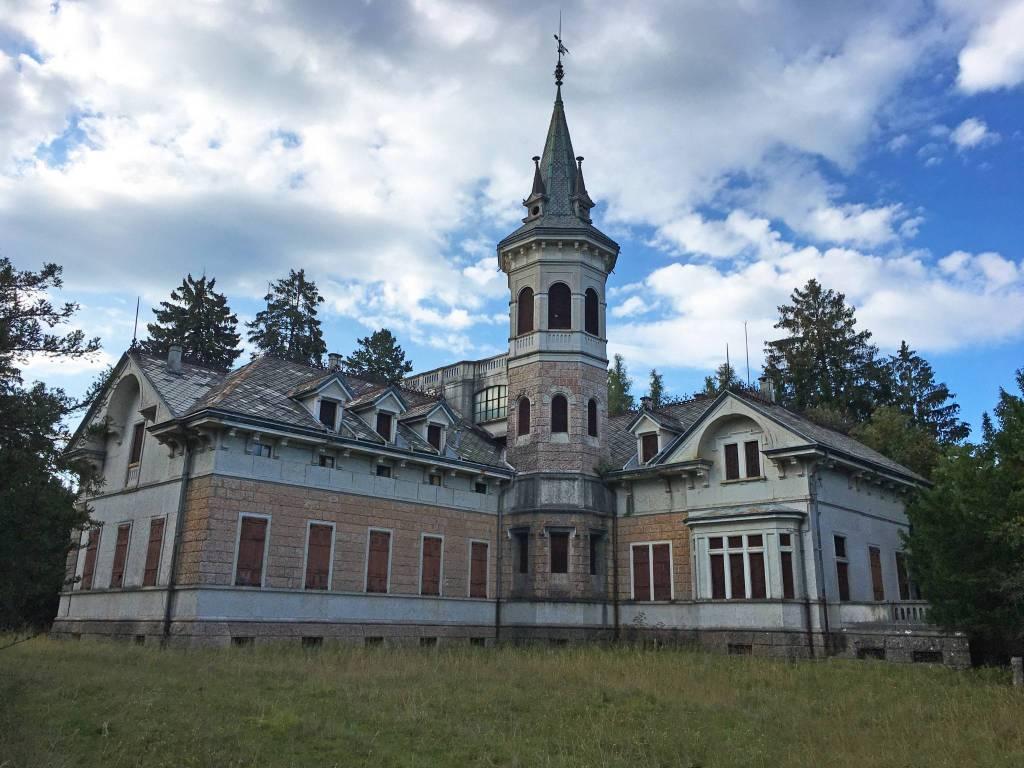 Villa in Vendita a Bosco Chiesanuova