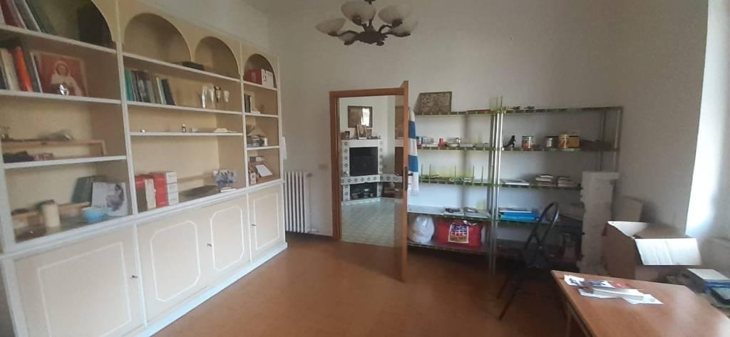 Appartamento in vendita a Foligno, 5 locali, prezzo € 120.000 | PortaleAgenzieImmobiliari.it