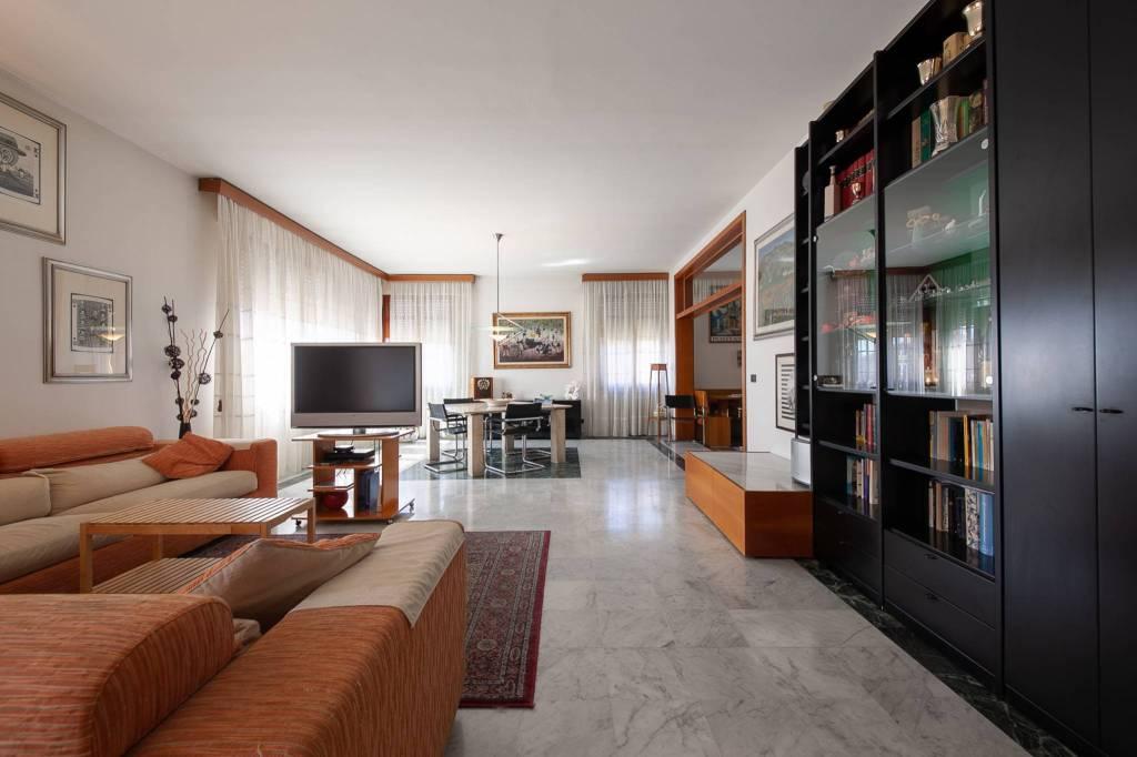 Appartamento in Vendita a Pontedera Centro: 5 locali, 275 mq