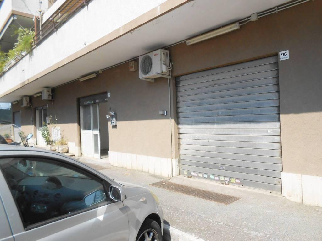 Negozio / Locale in affitto a Roma, 1 locali, zona Zona: 8 . Tiburtina, Colli Aniene, Pietrasanta, San Basilio, prezzo € 950   CambioCasa.it