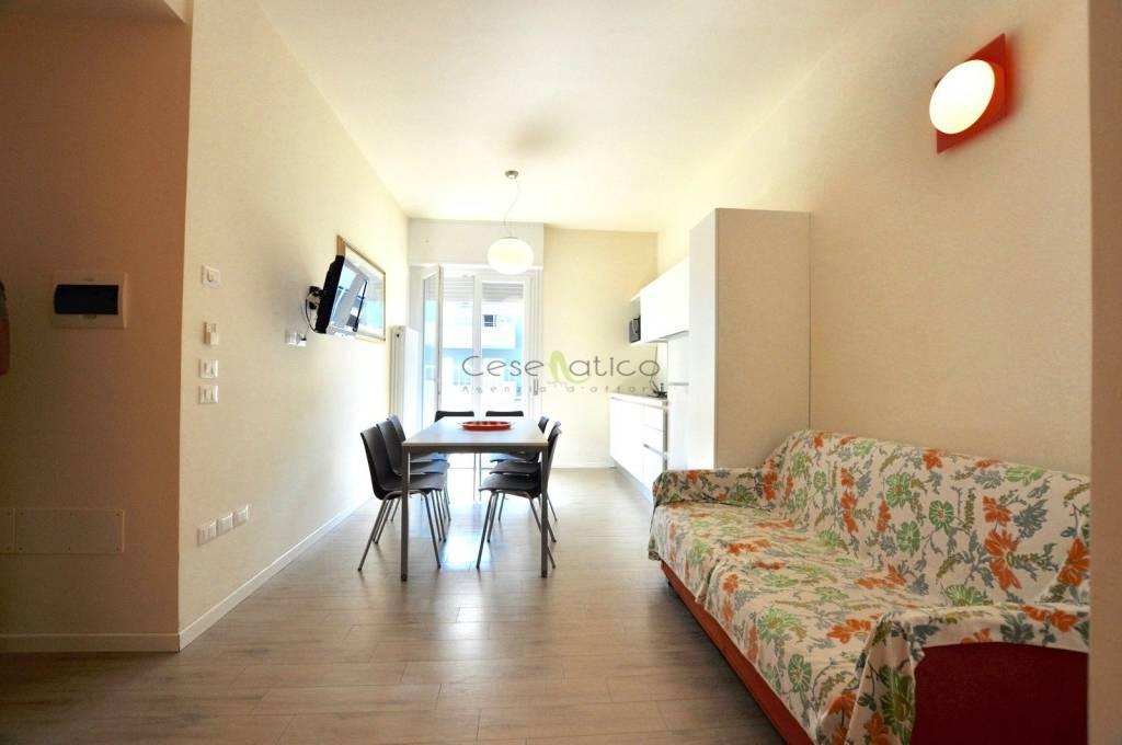 Appartamento in Vendita a Cesenatico Centro: 4 locali, 77 mq