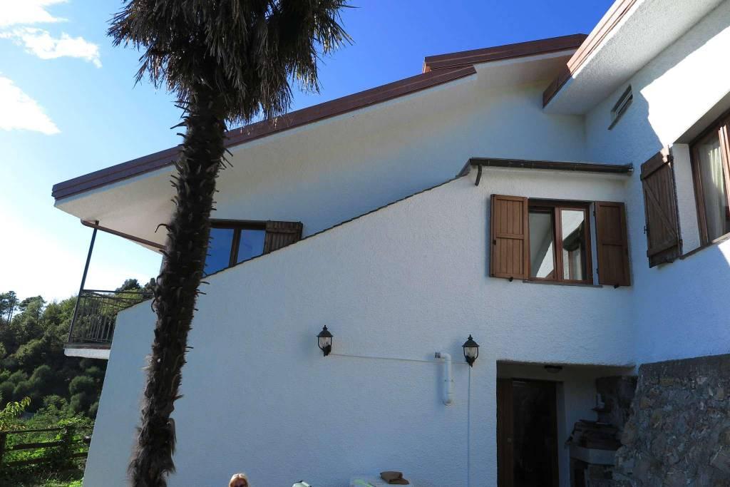 Villa in vendita a Castiglione Chiavarese, 8 locali, prezzo € 370.000   CambioCasa.it