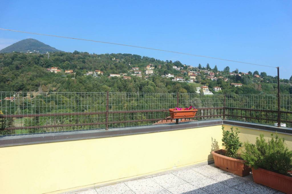 Appartamento in vendita a Verbania, 4 locali, prezzo € 260.000 | PortaleAgenzieImmobiliari.it