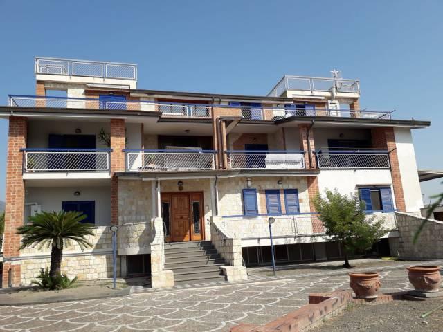 Appartamento in buone condizioni in affitto Rif. 5654339