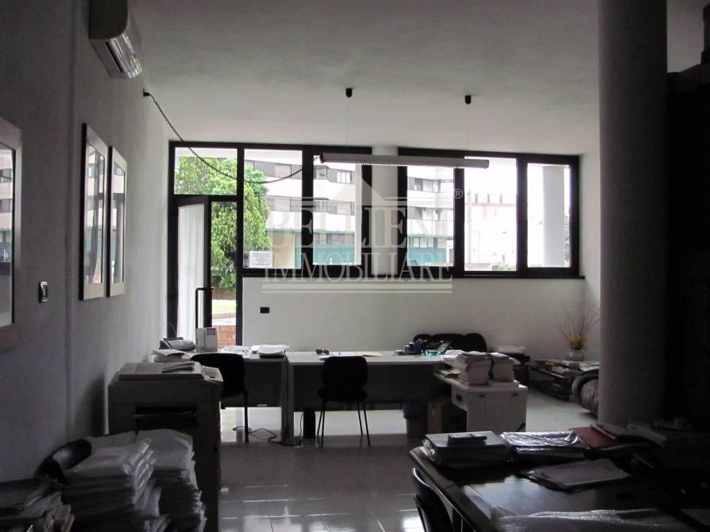 Ufficio / Studio in vendita a Vicenza, 4 locali, prezzo € 200.000 | CambioCasa.it