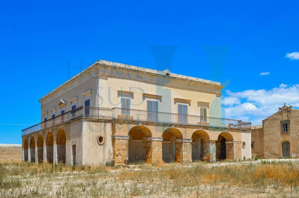 Villa in vendita a Scicli, 18 locali, Trattative riservate | CambioCasa.it