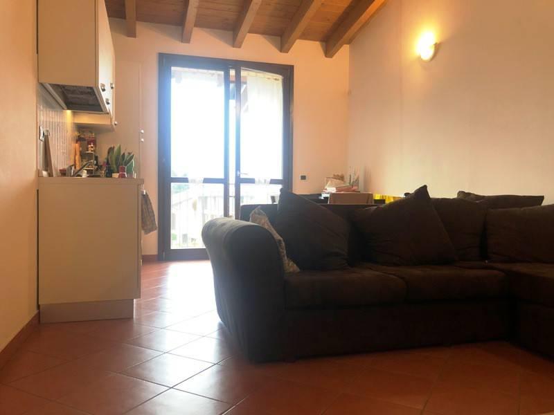 Attico / Mansarda in affitto a Sesto Calende, 2 locali, prezzo € 500 | CambioCasa.it