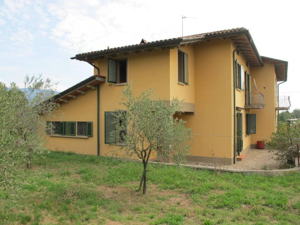 Villa in Vendita a Pistoia Periferia Ovest: 5 locali, 308 mq