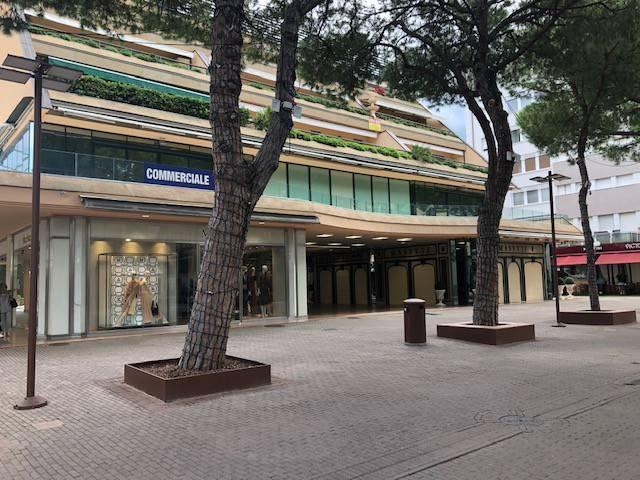 Posto-box auto in Vendita a Riccione Centro: 60 mq