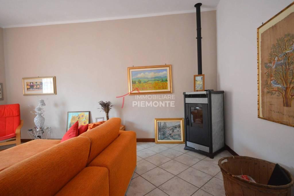 Soluzione Indipendente in vendita a Invorio, 3 locali, prezzo € 150.000 | PortaleAgenzieImmobiliari.it