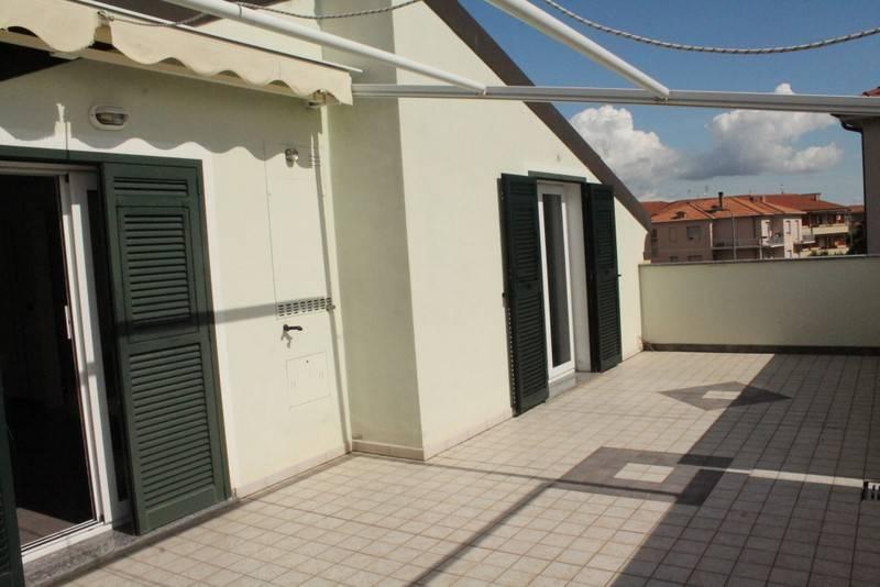 Appartamento in vendita a Loano, 3 locali, prezzo € 285.000 | CambioCasa.it