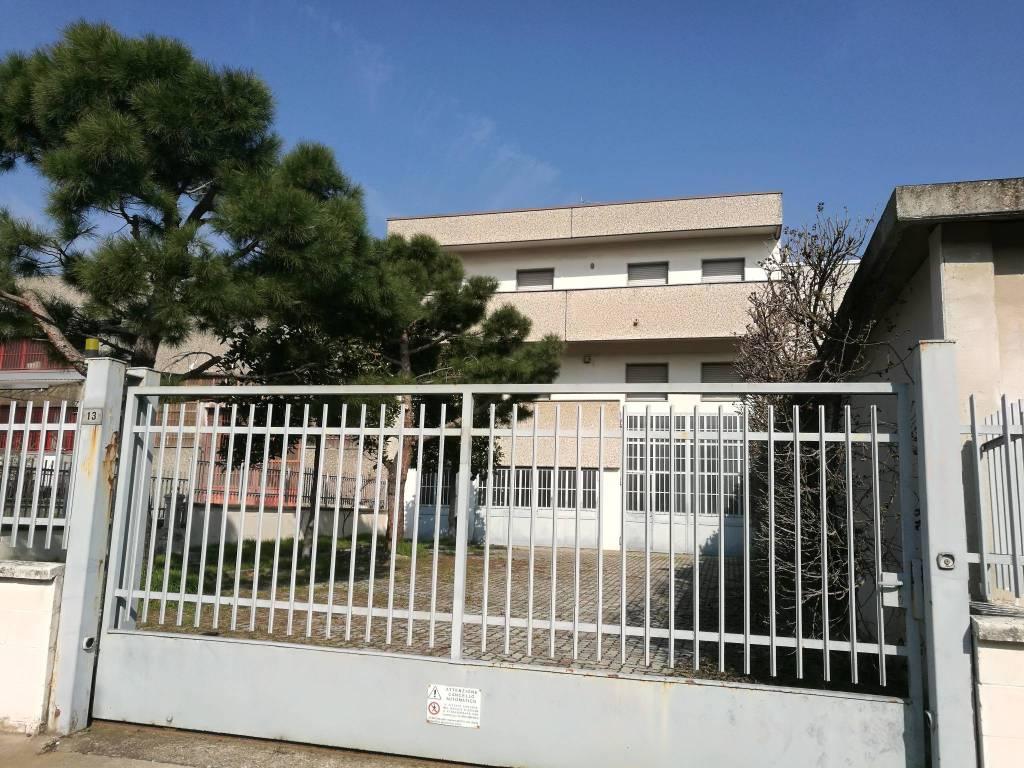 Capannone in vendita a Bareggio, 1 locali, prezzo € 350.000 | PortaleAgenzieImmobiliari.it