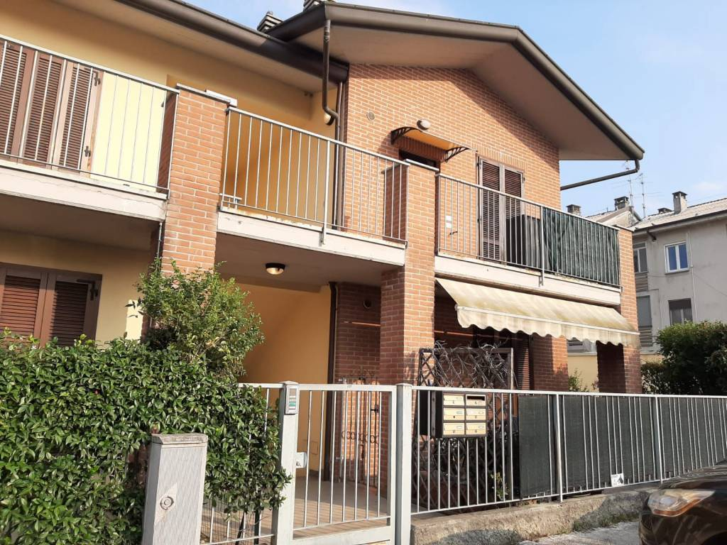 Appartamento in vendita a Cavenago d'Adda, 3 locali, prezzo € 80.000 | CambioCasa.it